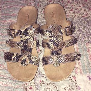 Gorgeous Vionic snakeskin sandals Sz.7